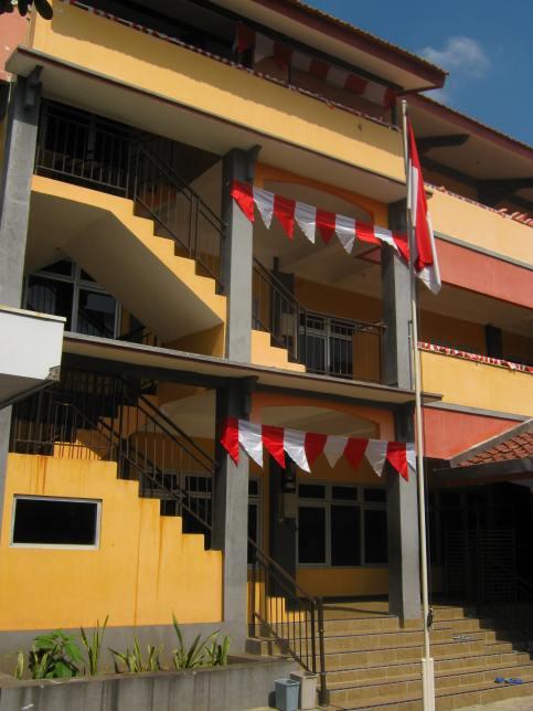 Gedung Sekolah SMP Islam Al-Azhar 23 Semarang